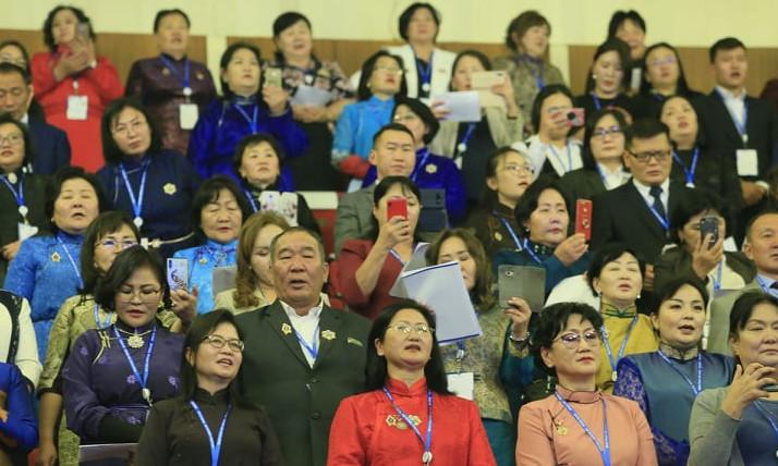 """Монголын Эмч нар VI их хурлаа """"Эрүүл мэнд хөгжлийн тулгуур"""" уриатайгаар Төрийн ордонд зохион байгуулж байна"""