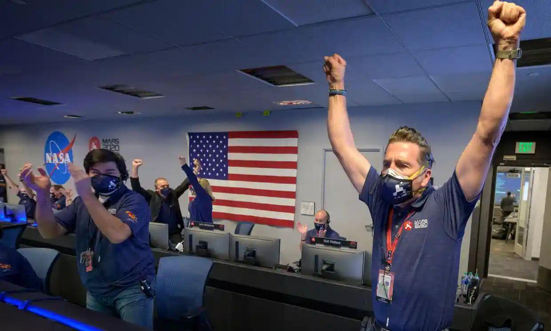 NASA-гийн робот станц Ангараг гарагт амжилттай газардаж, анхны гэрэл зургаа ирүүлжээ