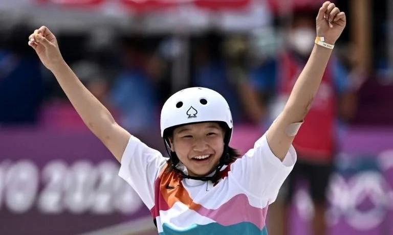 13 настай Япон охин олимпын скейтбордын аварга боллоо